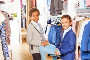 Drenge i smart tøj