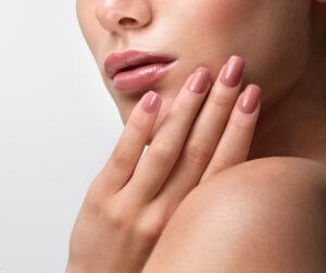 Kvinde med flotte negle