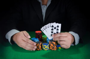 Mand spiller poker