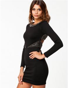 Sort kjole med lange ærmer
